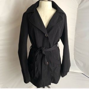 Laundry by Design fitted black belted hood trench